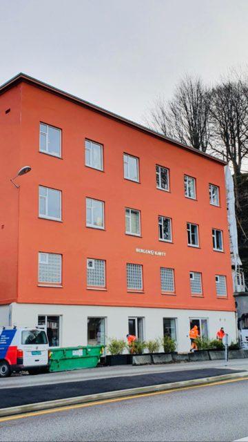 Stoltz Entreprenør AS har renovert fasaden til Bergen Kjøtt